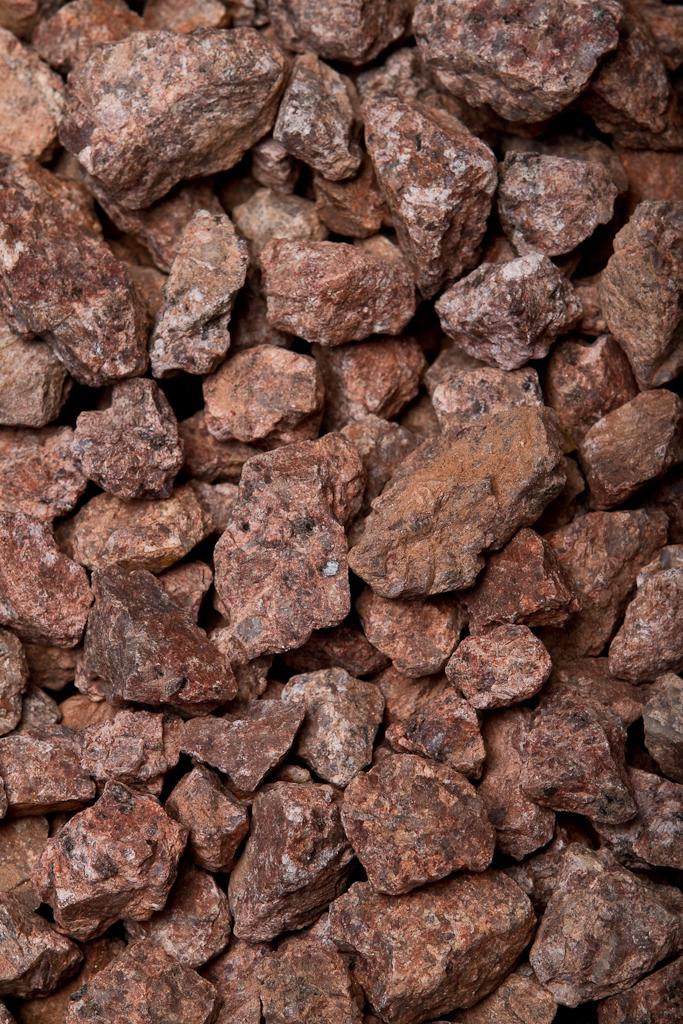 Red Granite Boulder : Red granite rock
